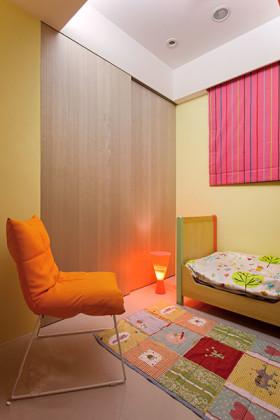 彩色活泼简约风格儿童房装潢设计