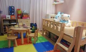 现代原木儿童房效果图