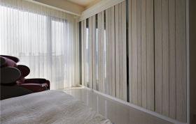 白色简约风格卧室隔断装修案例