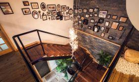 混搭风格质感原木色照片墙设计
