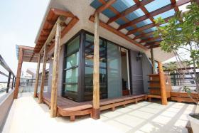 原木色现代风格花园装修案例