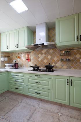 绿色田园风格厨房橱柜装潢案例