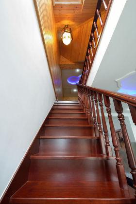 原木雅致大气美式风格楼梯设计案例