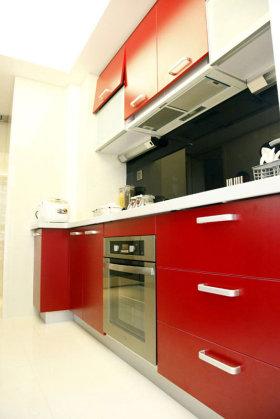 简约风格红色靓丽厨房装潢设计