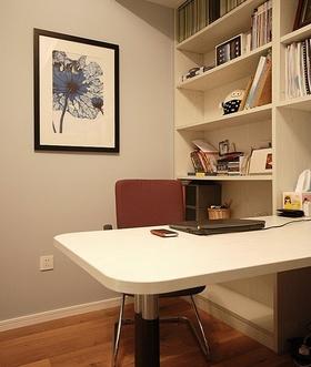 宜家米色书房书柜装饰图