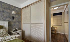 现代米色衣柜装修效果图片