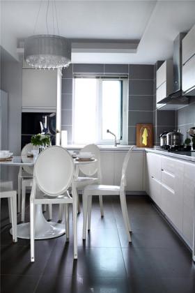 精致白色明亮简约风格餐厅橱柜设计图