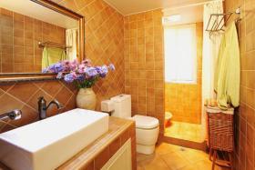 田园风格温馨黄色卫生间装修效果图片
