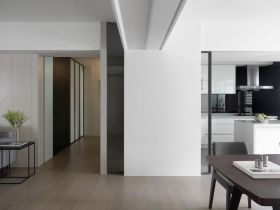白色简约风格客厅过道装修设计