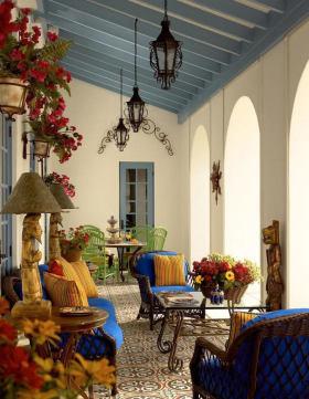 东南亚多彩阳台装饰设计图片