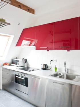 红色创意混搭厨房橱柜设计案例