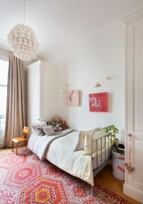 红色简约风格儿童房地毯图片欣赏