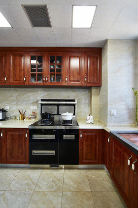 美式原木风格厨房橱柜设计装潢