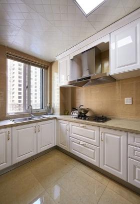 白色美式风格厨房橱柜设计图
