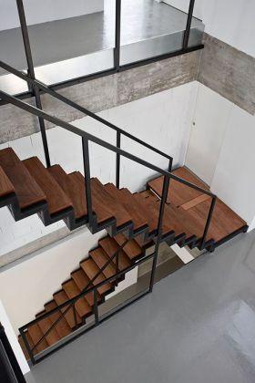 创意时尚摩登混搭楼梯装潢案例