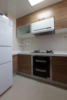 原木色简约风格厨房橱柜设计案例