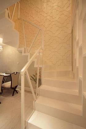 白色现代风格楼梯图片赏析