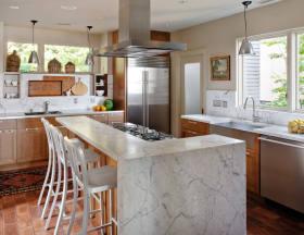 原木色美式风格厨房吧台装潢案例