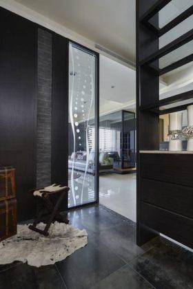 2016黑色现代风格玄关装修效果图片