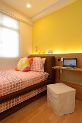 黄色田园风格单身公寓卧室装饰图