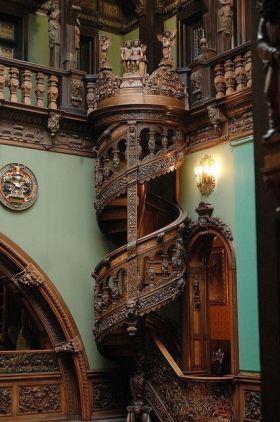 褐色新古典楼梯装修设计图片