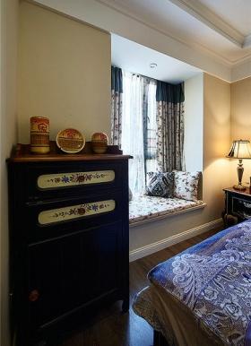 褐色东南亚风格卧室装饰柜装修设计