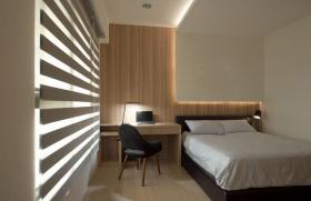 白色简约风格卧室百叶窗帘装饰案例