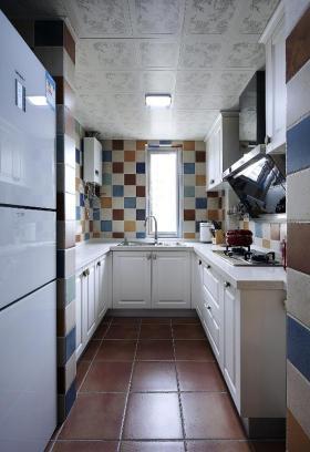 彩色美式风格厨房装修案例