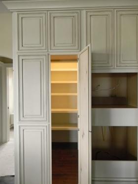 米色美式风格衣柜装饰设计图片