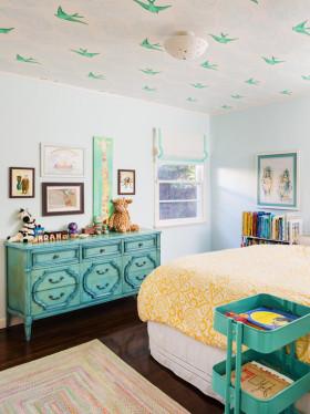 彩色美式风格鲜亮儿童房装饰案例