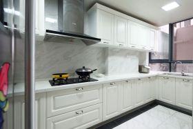 简约风格白色厨房橱柜图片欣赏