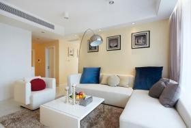 简约大气白色客厅设计案例