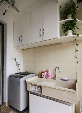 白色简约阳台洗衣机装饰柜效果图赏析