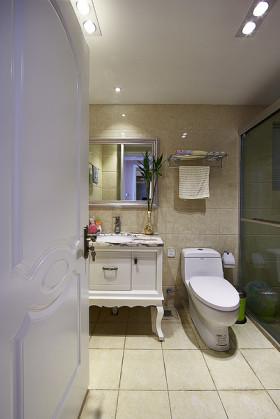 白色欧式风格卫生间浴室柜装修效果图片