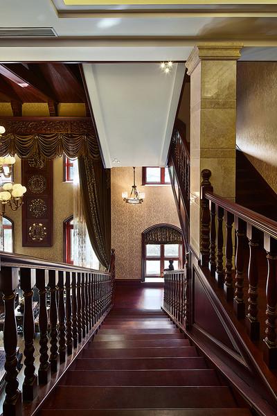 奢华古典欧式宫廷风格楼梯设计装修布置