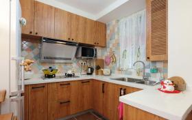 现代风格原木色厨房橱柜设计欣赏