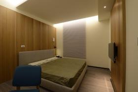 原木色日式风格卧室衣柜装潢设计