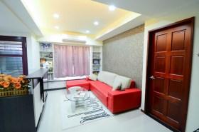 红色简约风格客厅沙发装修效果图片