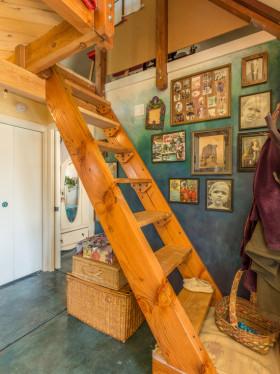 混搭风格温馨黄色楼梯装潢案例
