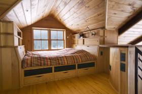 原木质朴混搭风格阁楼装潢案例