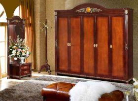 沉稳大气原木美式风格衣柜装修图