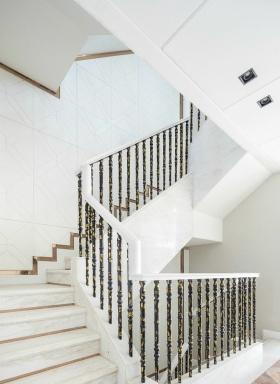 白色新古典风格楼梯设计图片