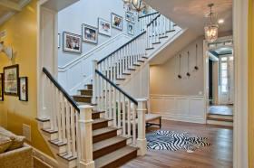 欧式黄色楼梯设计装潢