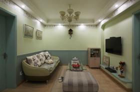 混搭清新绿色客厅背景墙设计案例