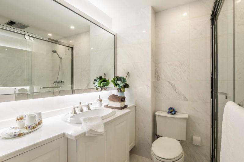 欧式风格白色卫生间设计效果图