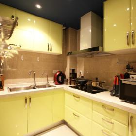 黄色淡雅明亮现代风格厨房图片欣赏