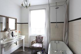 白色复古雅致美式清爽卫生间设计图