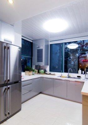 现代清爽舒适灰色厨房图片赏析