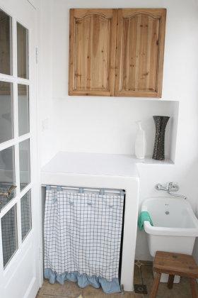 清新自然白色简约风格阳台洗衣机柜美图