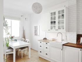白色宜家风格厨房餐厅一体装饰图